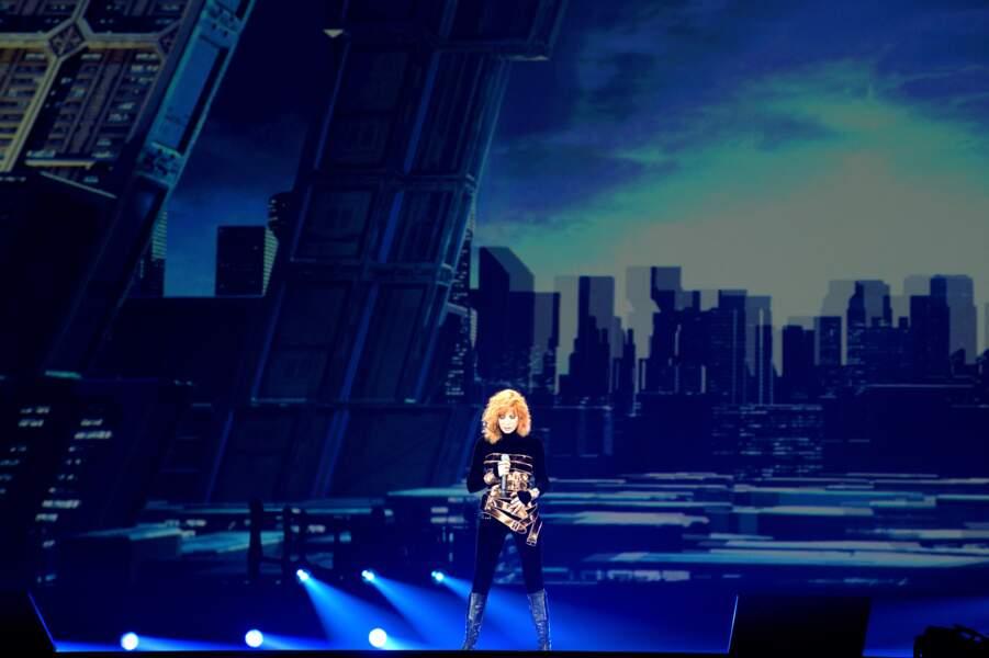 Mylène Farmer ouvrant son premier concert à Paris La Défense Arena, le 7 juin 2019