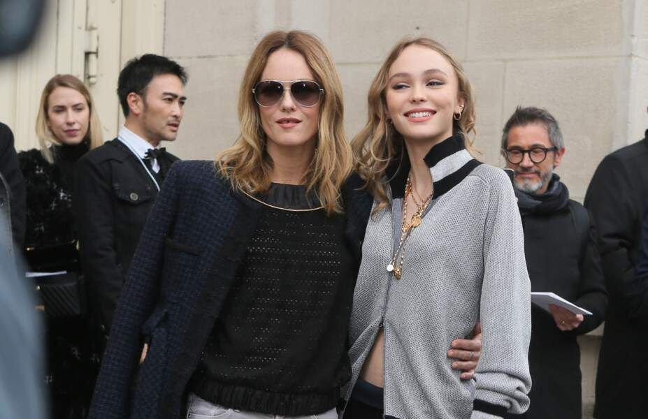 Vanessa Paradis et Lily-Rose Depp au défilé Chanel au Grand Palais à Paris le 7 mars 2017