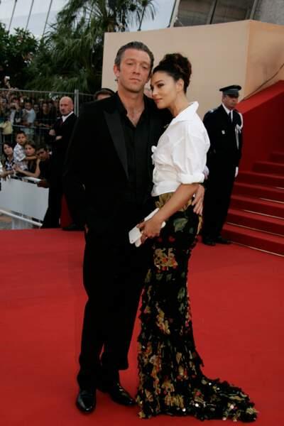 """Vincent Cassel et Monica Bellucci pour la montée des marches du film """"Les Indigènes'' en 2006"""