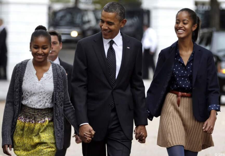 Barack, entouré de ses filles, en route pour l'Eglise épiscopale St John à Washington, dimanche 28 octobre 2012