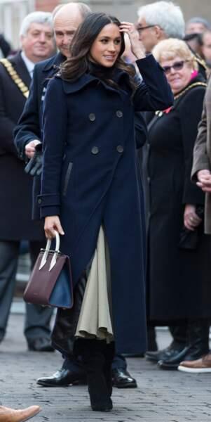 Meghan Markle portant le manteau « Elodie » de la marque canadienne Mackage le 1er decembre 2017 à Nottingham