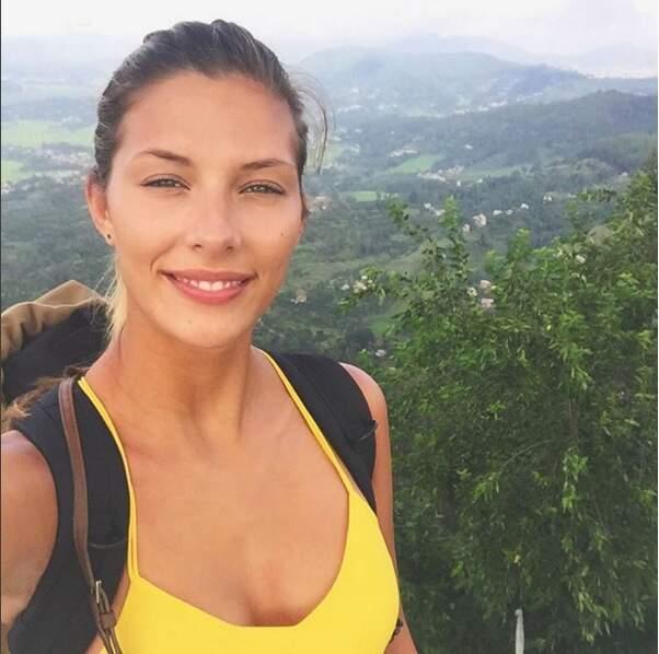 Camille Cerf est au Népal : Attention, un yéti se cache dans cette photo.