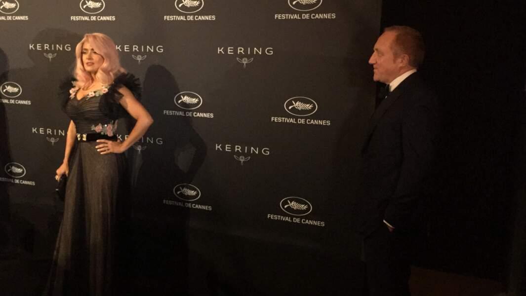 François-Henri Pinault admire sa femme Salma Hayek et ses cheveux roses
