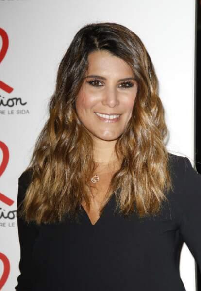 Karine Ferri a l'habitude de détoxifier ses cheveux de la pollution avec des soins ciblés.