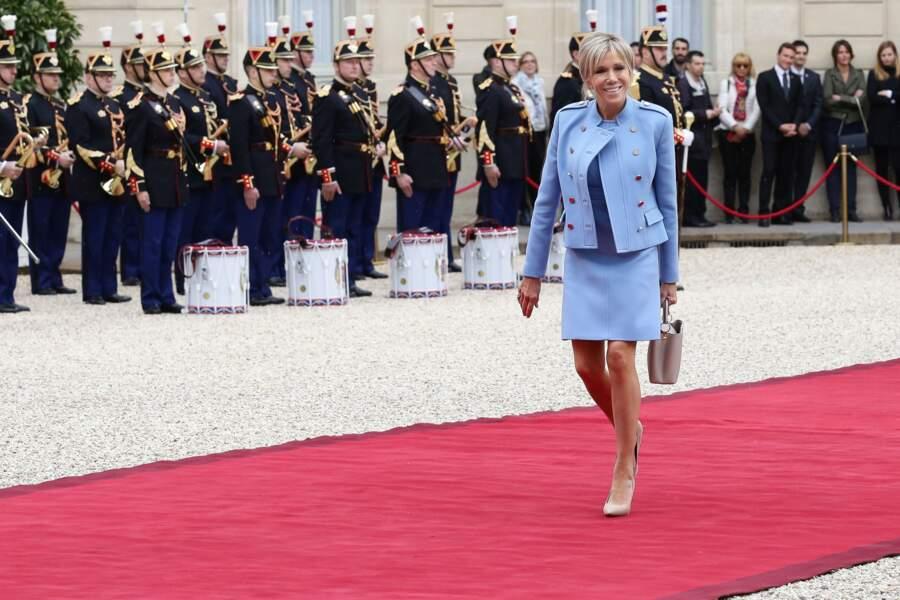 14 mai 2017  :brigitte Macron en robe sur-mesure Louis Vuitton pour l'investiture