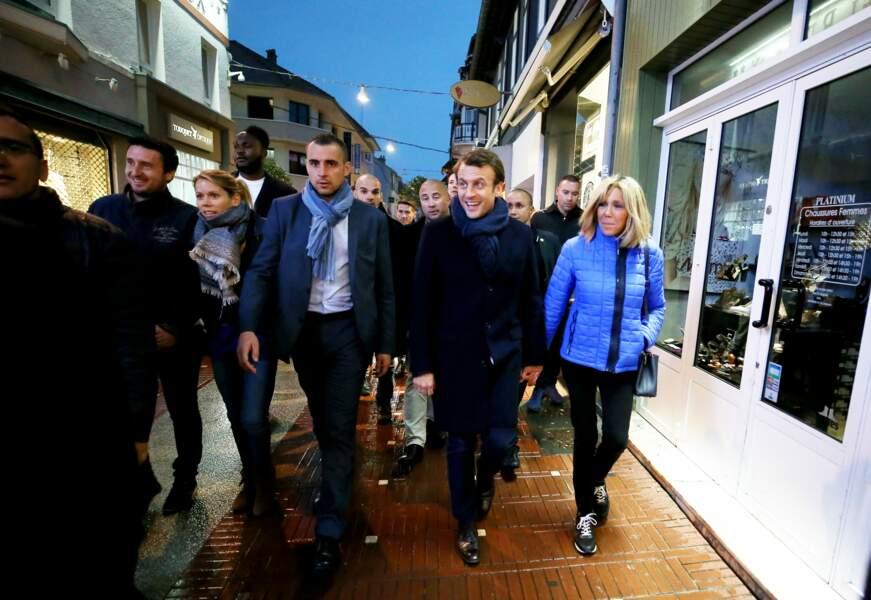 Le couple Macron s'offre un bain de foule