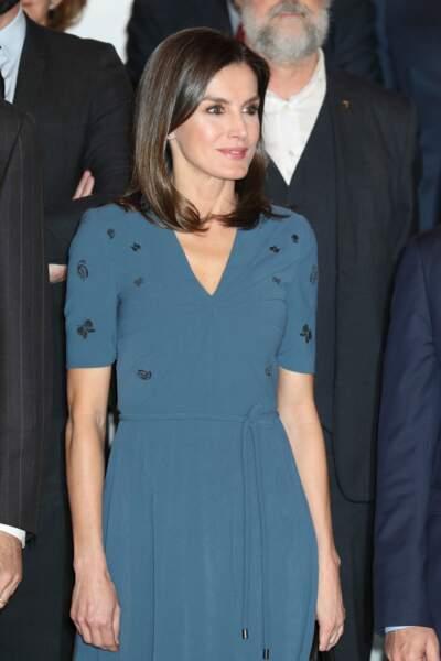 Letizia d'Espagne a choisi un look sobre et chic, avec une robe Hugo Boss