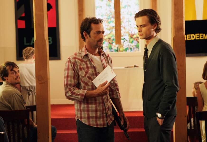 "Luke Perry en 2008 dans la série ""Esprits Criminels"", avec Matthew Gray Gubler"