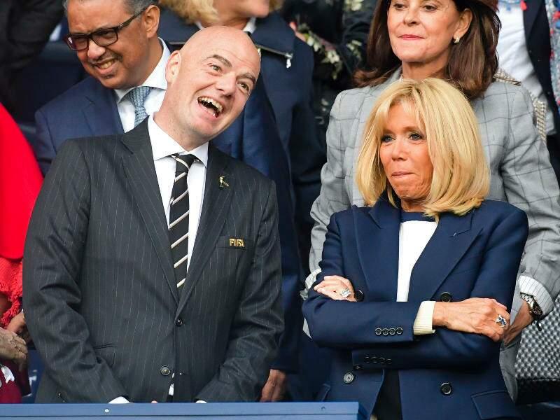 Gianni Infantino, le président FIFA et la première dame Brigitte Macron.