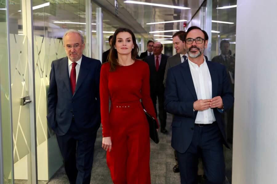Letizia d'Espagne très élégante en combinaison pantalon rouge