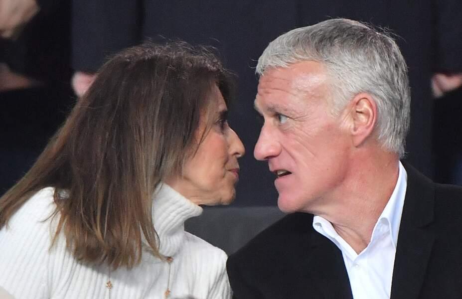 Didier Deschamps et sa femme Claude en pleine conversation durant le match du PSG