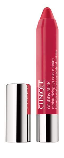 Pour les lèvres, Elodie Clouvel utilise le Chubby Stick Chunky Cherry de Clinique.