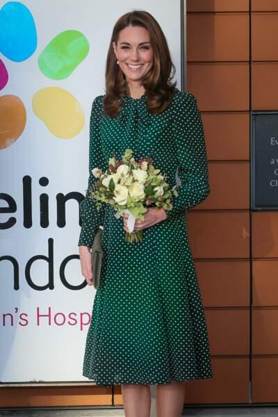 Kate Middleton sublime dans une robe à pois  LK Bennet pour son nouveau rôle