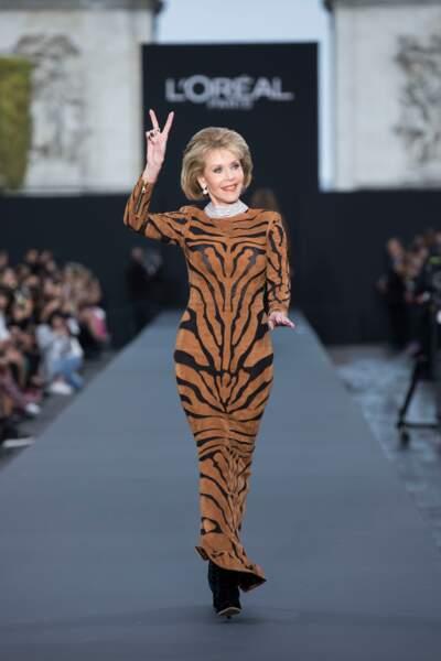 Jane Fonda défile à 80 ans sublime chez l'Oréal Paris