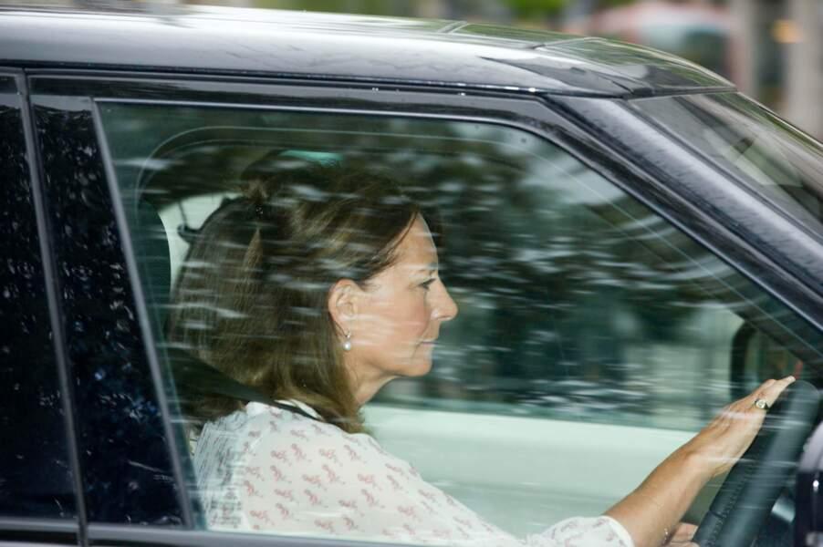 Carole Middleton rend visite à la princesse Charlotte au palais de Kensington le 3 mai 2015