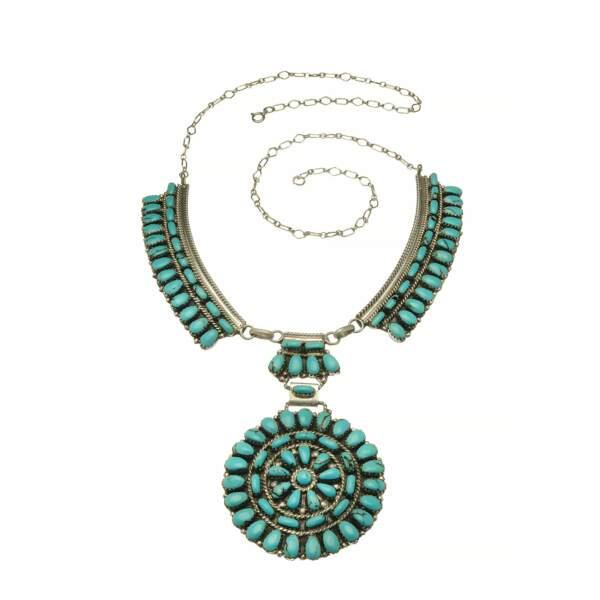PLASTRON, collier métal et turquoise. Carré Y, 950 €.