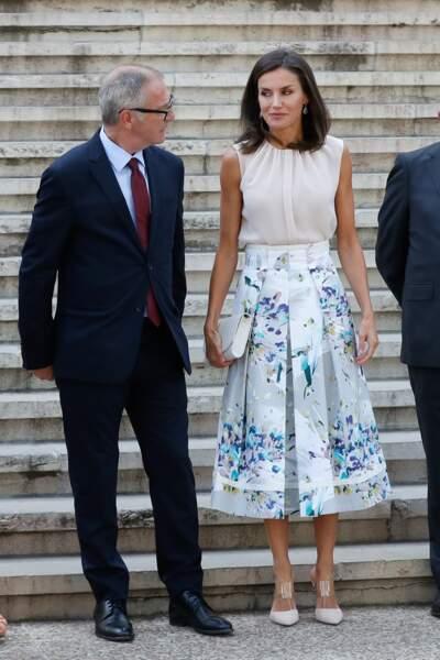 Letizia d'Espagne cultive un style toujours très élégant dans des couleurs douces