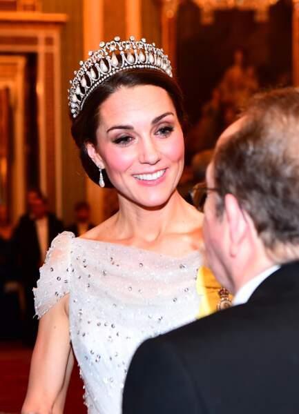 Kate Middleton ravissante avec son chignon et sa célèbre tiare