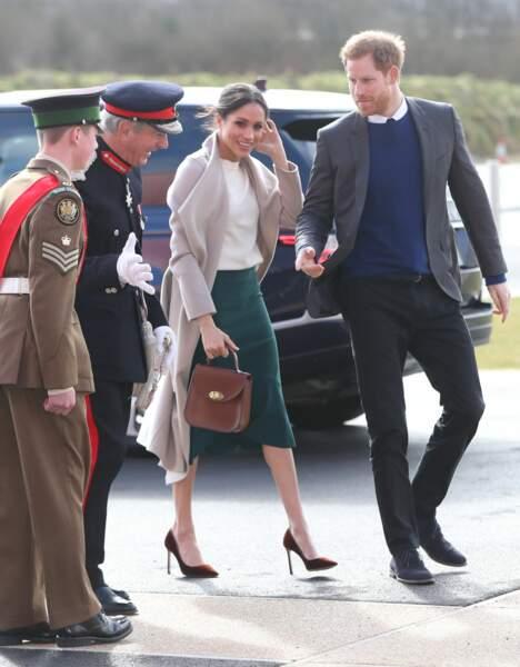 Le prince Harry et Meghan Markle, en jupe sirène vert foncé