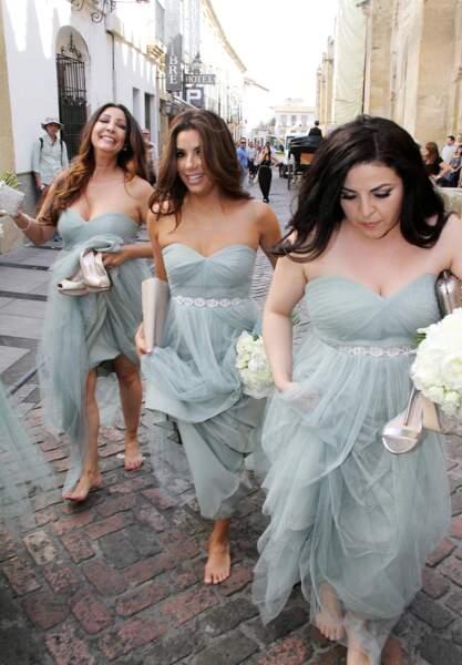 En mai 2015, Eva Longoria marche pieds nus pour le mariage de son amie Alina Melissa Peralta à Cordoba