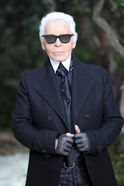 Karl Lagerfeld en total look noir, lors du défilé Chanel au Grand Palais en 2013