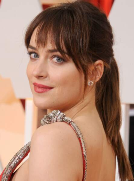 La frange timide de Dakota Johnson