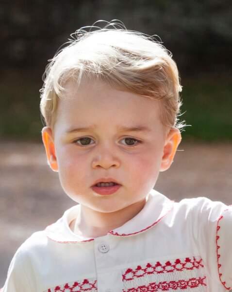 Le prince George, le jour du baptême de la princesse Charlotte, en juillet 2015