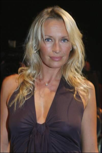 2003 : Estelle, animatrice télé, présente Miss Europe avec Jean-Pierre Foucault