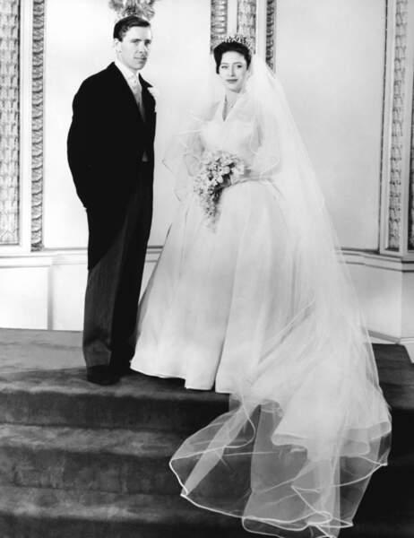 La princesse Margaret (en robe  Norman Hartnell) et Antony Armstrong Jones lors de leur mariage le 6 mai 1960