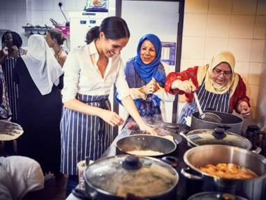 PHOTOS - Meghan Markle soutient un livre de cuisine