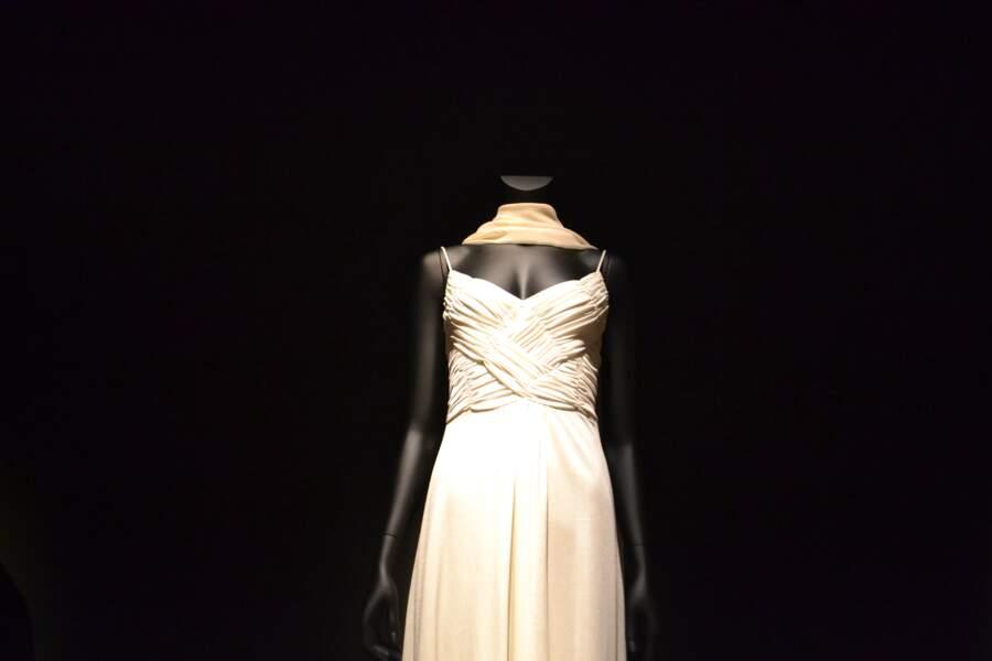 Une robe drapée pour la télé