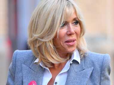 Brigitte Macron en slim et blazer gris pour soutenir ELA