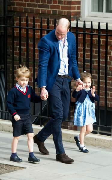 George, Charlotte et William à leur arrivée à la maternité pour découvrir leur petit frère