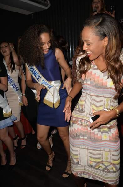 Alicia Aylies danse avec une amie