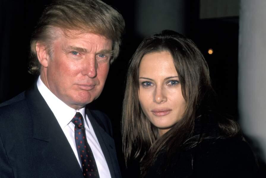 """Donald Trump et sa compagne Melania Knauss lors de l'inauguration de l'hôtel """"W"""" à New York, le 1er décembre 1998"""