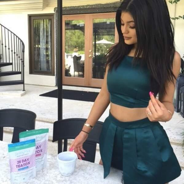 Kylie Jenner s'offre une cure de thé detox en été pour garder sa ligne
