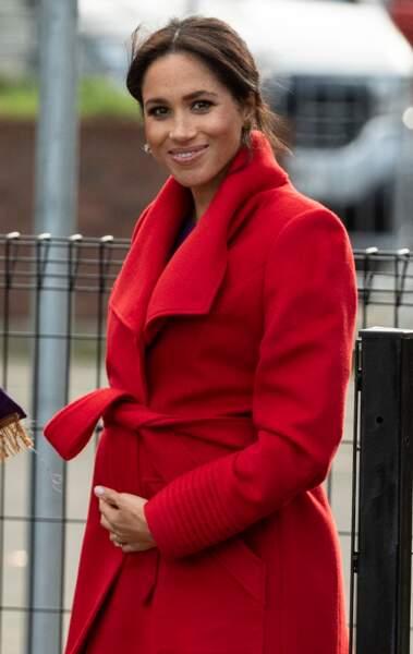 Meghan Markle s'inspire de Diana avec ce manteau rouge très stylé