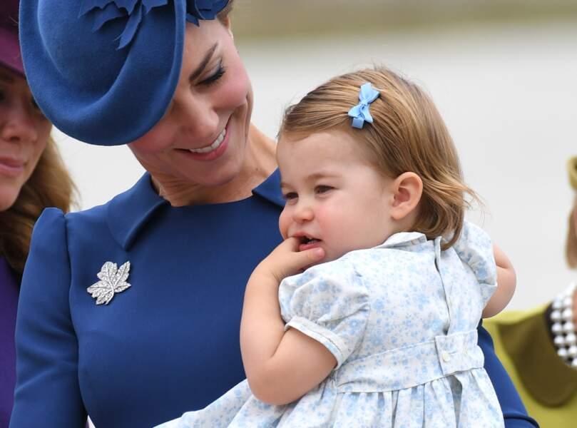 Sur le tarmac de l'aéroport de Victoria, avec la princesse Charlotte, le 24 septembre dernier.