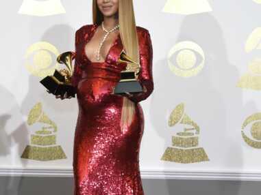 Look - La robe décolletée et à paillettes de Beyoncé aux Grammy Awards