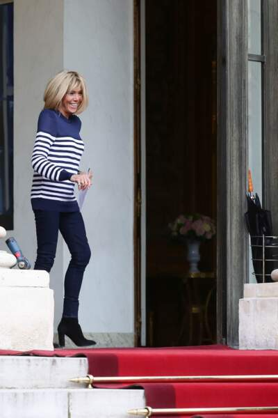 Brigitte Macron est fan de la marinière, surtout en version pull !