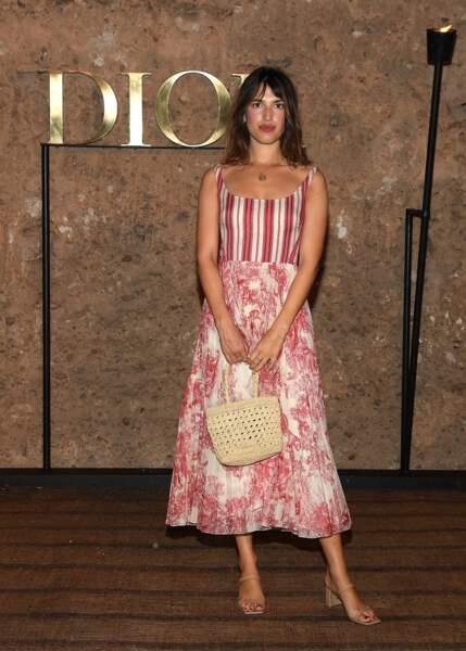 La frenchy Jeanne Damas avait opté pour un look printanier et fleuri pour le défilé Croisière 2020 Dior à Marrakech
