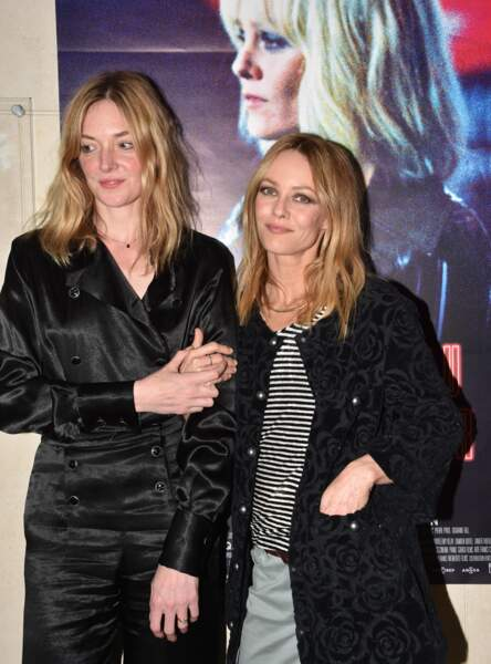 Vanessa Paradis ne change pas, jean gris, bottines, et marnière pour l'éternelle star du style