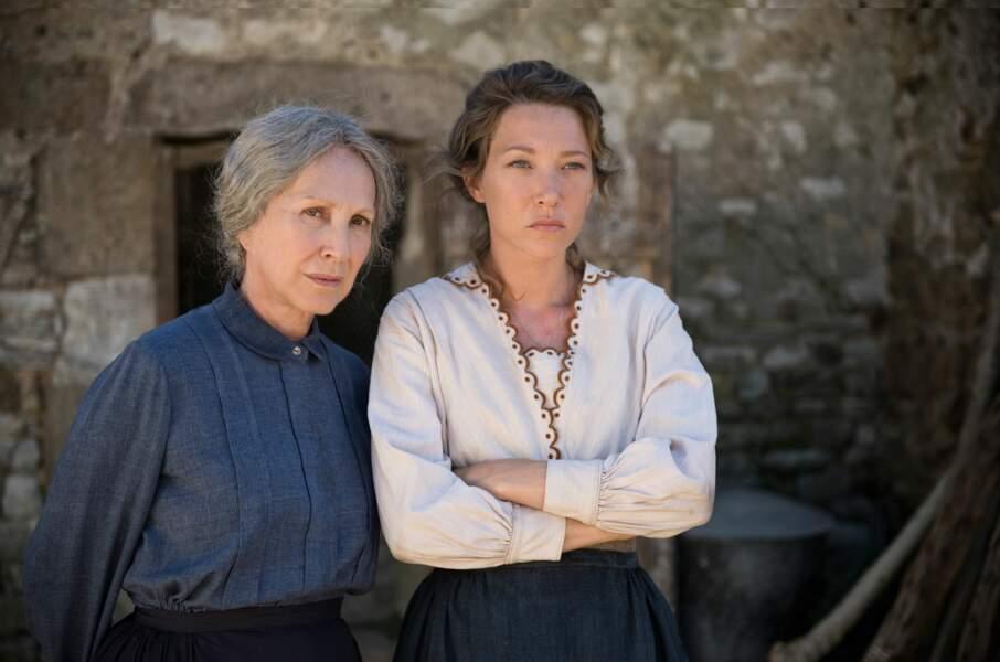 """En 2017, Laura Smet partage avec Nathalie Baye l'affiche du film """"Les Gardiennes"""" de Xavier Beauvois"""