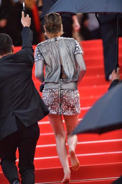 Kristen Stewart pieds nus sur le tapis rouge