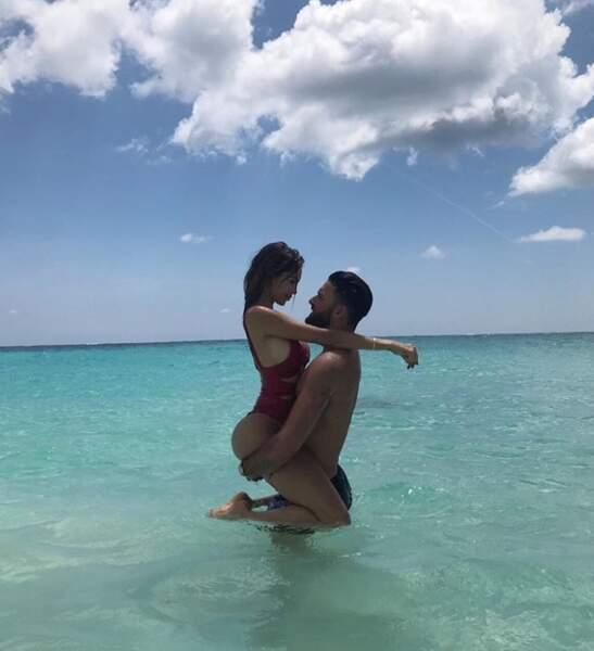 Nabilla et son compagnon Thomas Vergara fous amoureux sur une île des Bermudes