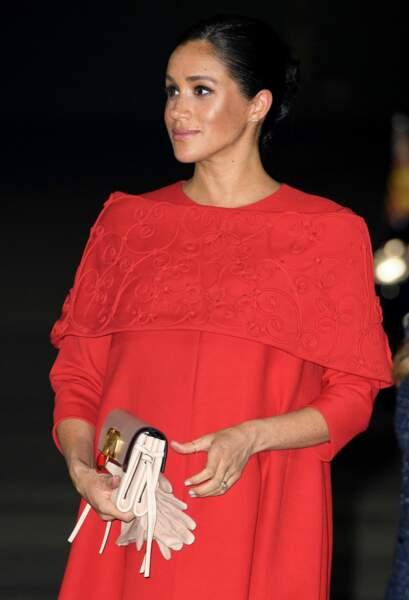 Meghan Markle enceinte et sublime en robe et sac Valentino pour son arrivée au Maroc le 23 février 2019