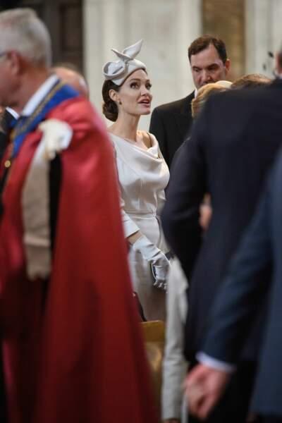 Angelina Jolie : le chapeau lui va si bien avec son chignon sophistiqué
