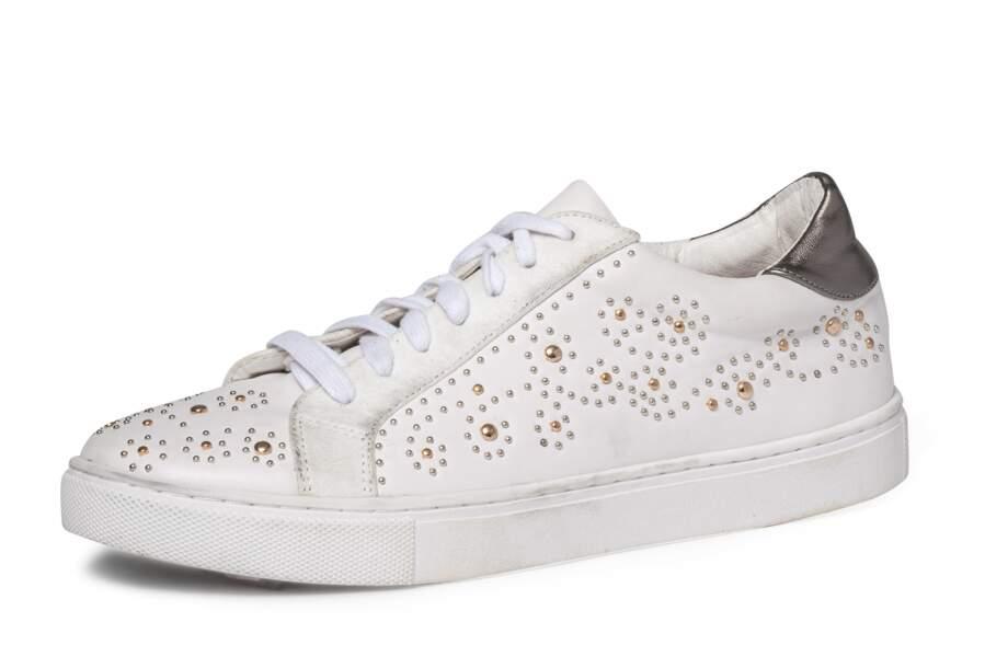 Cloutée, basket à perles et clous, Texto, 59 € (texto-chaussures.com).