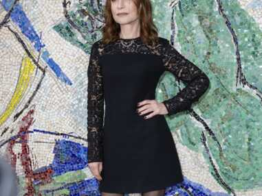 PHOTOS - Isabelle Huppert ose la robe courte