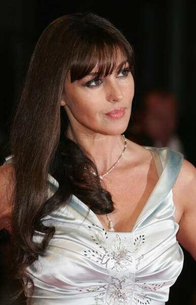 """Monica Bellucci porte la frange longue pour la première du film """"Shootem up"""" lors du 33e Festival du film de Deauville en 2007"""